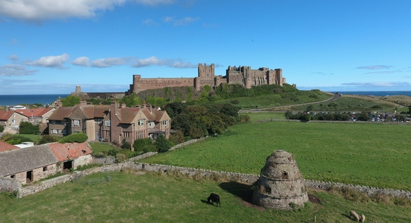 picture of the house and castle, sea in the background